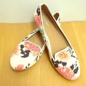 Old Navy floral flats size 7 (fits 6.5 as well)