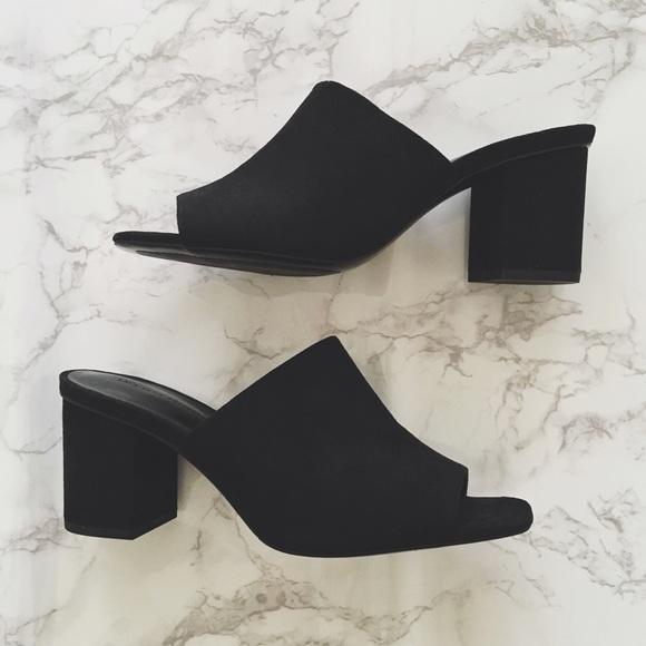 8decda23af1 Zara • block heel mule. M 57a53ffb6d64bcfbd3001684