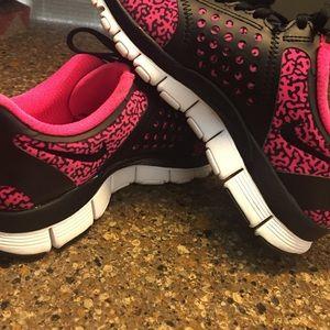 Nike Free Run Pink Leopard Nike Air Max 95 Wreck Easily  b6cf06249
