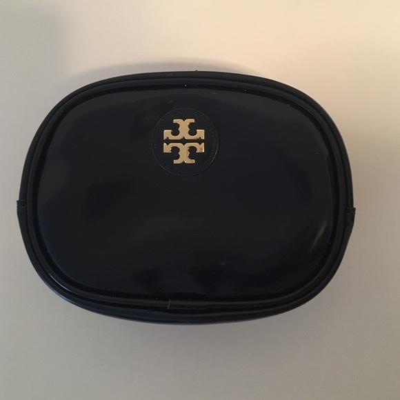 785e1d73890 Tory Burch makeup bag- navy. M 5786999f56b2d666f700a1f2