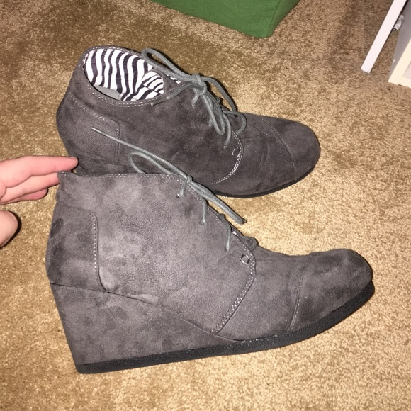 39e6bbce7151 Hot Tomato Shoes - Charcoal Gray Suede Wedge Booties