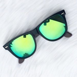 New Ray-Ban Authentic Mirror Wayfarer Sunglasses!