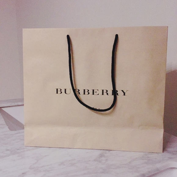 Burberry - Medium Burberry Shopping Bag from Chase's closet on ...