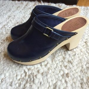 Gap leather clogs