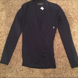 The Limited Navy long sleeve light weight sweater