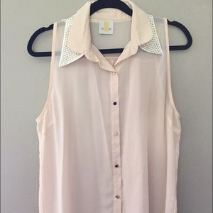 Button Up Sleeveless studded collar blouse Large