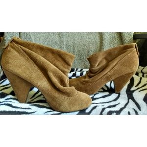 Steve Madden suede ankle booties!
