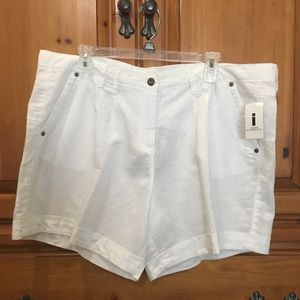 Pants - NWT White Linen Shorts