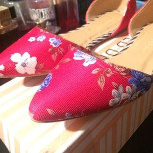 Red, floral, pointed toe flats.