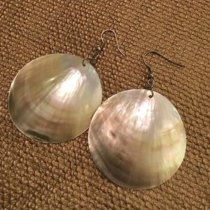 Jewelry - Large Pearl shell earings