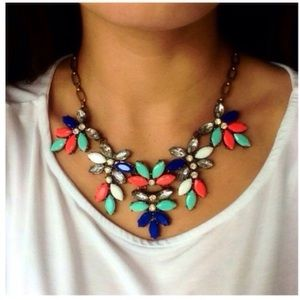 ❤️NEW IN❤️ Coral Mint Floral Statement Necklace