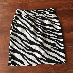 Banana Republic sz 6 zebra zip pencil skirt