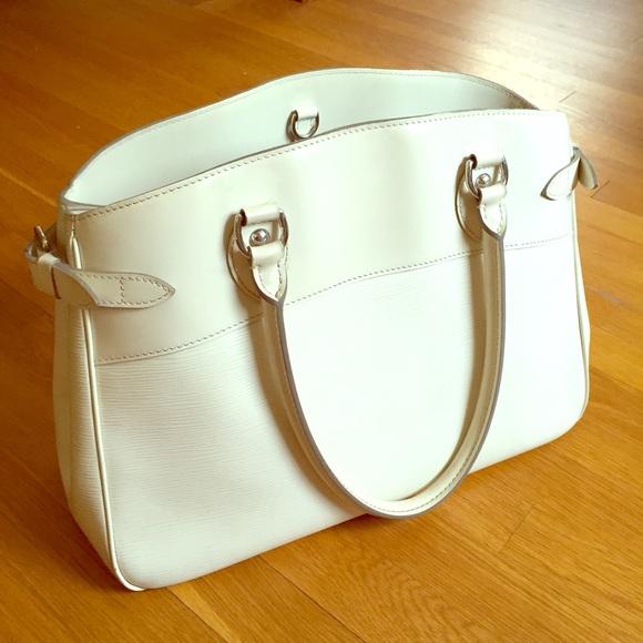 Louis Vuitton Handbags - MAKE OFFERS✨Louis Vuitton Epi Leather Passy GM c5c8b68b35