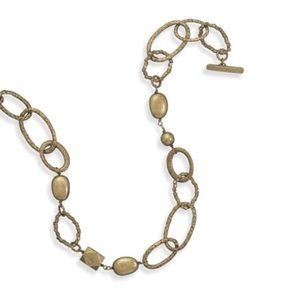 Jewelry - Vintage inspired gold necklace