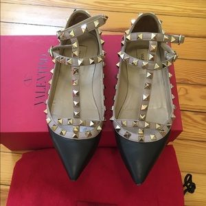 Sales today only!Authentic Valentino stud flat