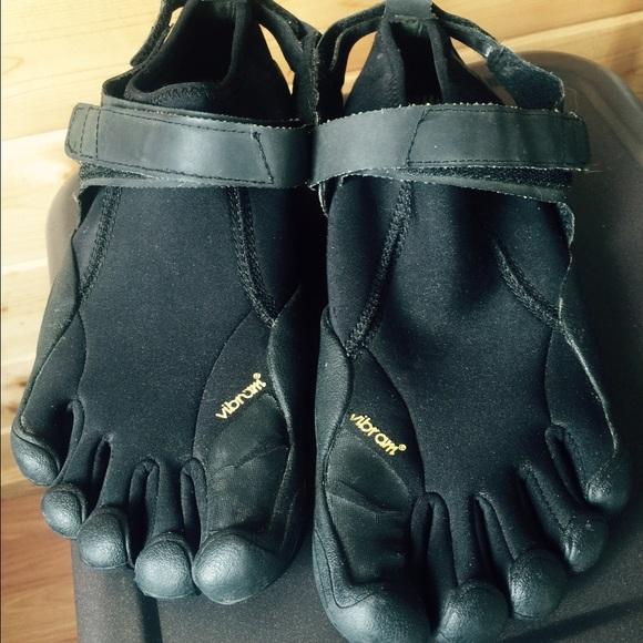 1c446b638b9ff Vibram Fivefinger Flow Neoprene running/water shoe.  M_57897f06a88e7d151b004dee