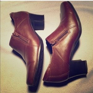 42 Off Clarks Shoes Leather Clark Brown Booties