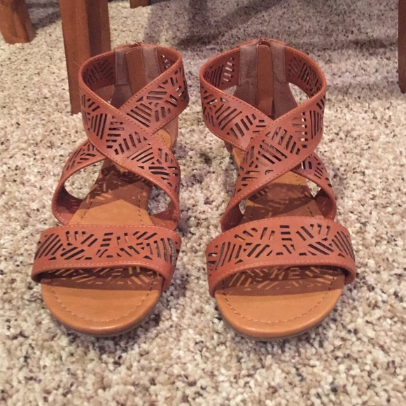 e594e167d9dae5 Breckelles Shoes - Cut Out Criss Cross Leather Sandals