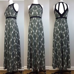 LF Dresses & Skirts - Black and white maxi dress with side slits