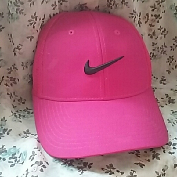 dd07942e1a1e3 Nike Hot Pink Hat. M 578a4ee613302a5cee0186b2