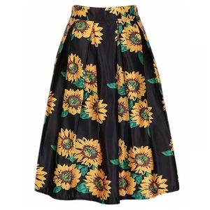 Boutique Dresses & Skirts - Gorgeous Yellow & Black Sunflower Midi Skirt