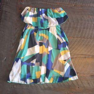 Dresses & Skirts - Geometric Strapless Dress!