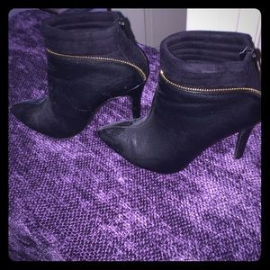 Super cute ankle booties!!