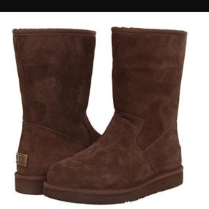 UGG Shoes - NEW UGG PIERCE. AUTHENTIC