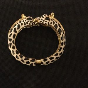 ✨HP! Kenneth Jay Lane Giraffe Bracelet Bangle EUC✨