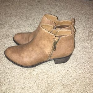 Cathy Jean Shoes - PERFECT Cathy Jean Booties!