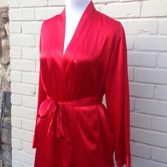 919c5f9e09 Morgan Taylor Intimates Red Satin Robe. M 578b165513302ae8c30306e4