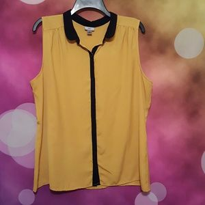 XL Worthington yellow gold and black top
