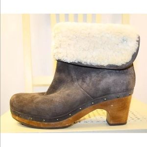 9f8465ae97fb8 UGG Shoes - UGG Australia Brown Suede Wool Lined Clog Boots 8M