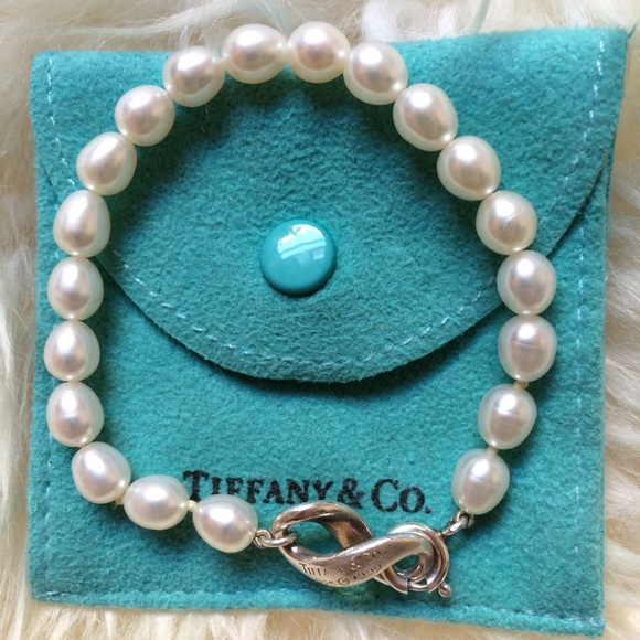 b4d338d68 Authentic Tiffany & Co. Infinity Pearl Bracelet. M_578b79a35c12f815e3036409