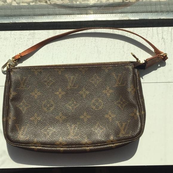 25ace8f2041f Louis Vuitton Handbags - Vintage Louis Vuitton Pochette Accessoires in Mono