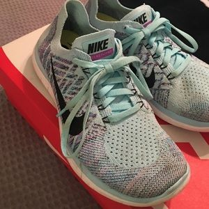 Nike Shoes - Nike Free 4.0 Flyknit size 7.5