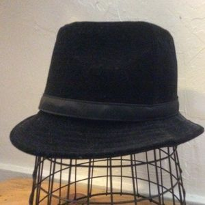 Express Accessories - Black Crushed Velvet Fedora