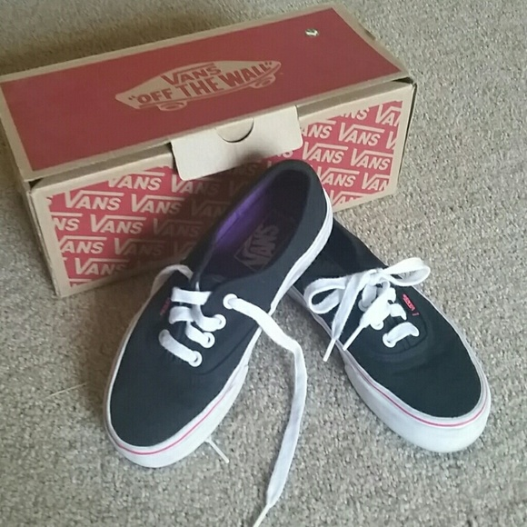 VANS black & white off the wall tennis shoes