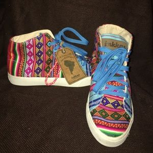 NWT Inkkas Patterned High Top Sneakers. Size 8