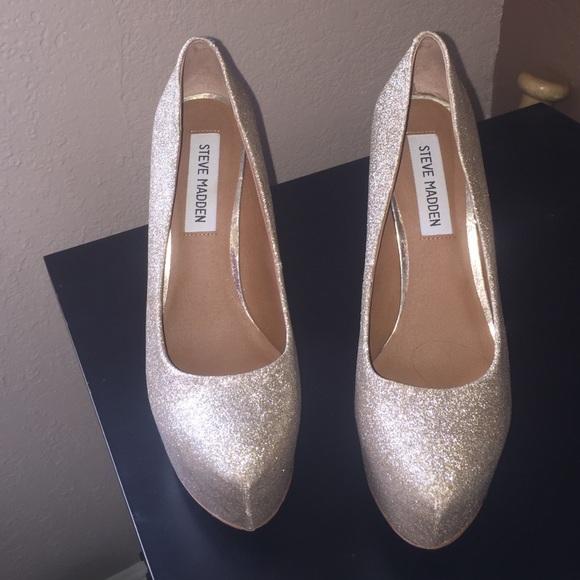 d13f1823300b Gold glitter DeJavu platform heels. M 578bf26c4e95a3495a00d1ff
