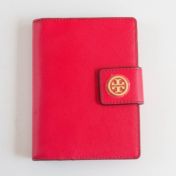 34c7129902dec1 Tory Burch Bags | Robinson Passport Holder Nwot | Poshmark