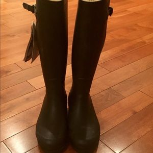Aigle Shoes - Chic Aigle faux fur lined boots.   NWT.