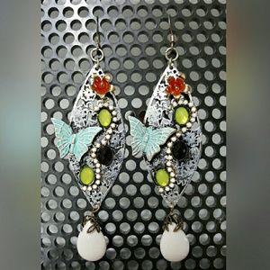 Jewelry - Leaf shaped earrings for pierced ears