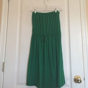 Kelly green strapless casual dress.