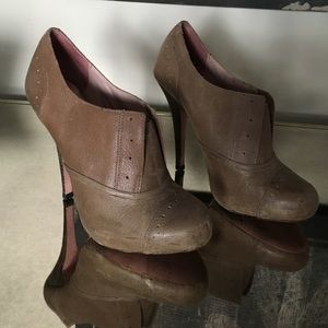 Betsey Johnson 7.5 Derby Oxford Bootie Heels