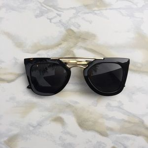 Unlisted Accessories - 💥HP💥 Black Sunnies!