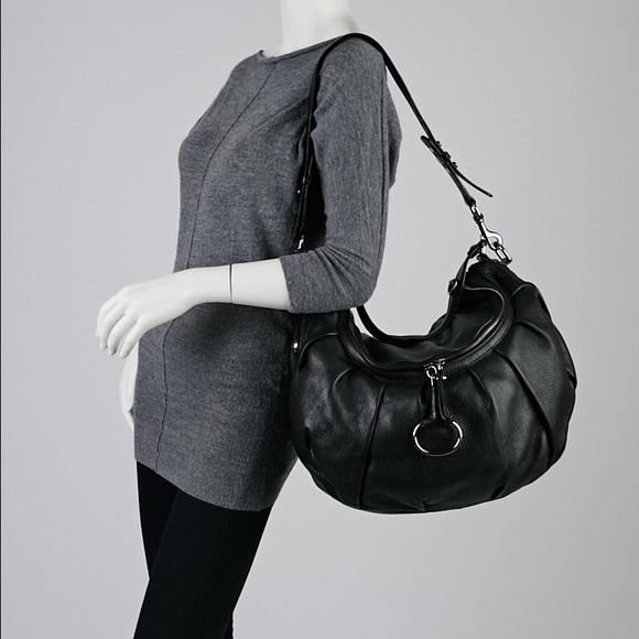 257686d6d3fe9 Gucci Handbags - Gucci Black Pebbled Leather Icon Bit Medium Bag