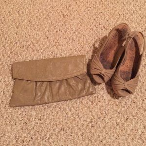 Handbags - Vintage taupe clutch