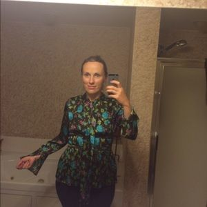 International Moda Beautiful Silk blouse
