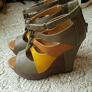 Shoes - Size 7 wedges (new, no box)
